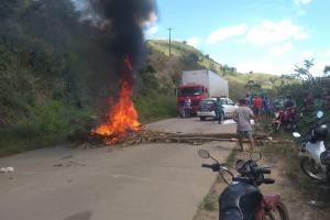 Famílias posseiras protestam contra onda de violência e destruição na Mata Sul de Pernambuco